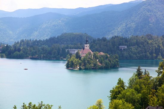 Hotel Triglav Bled: View of lake Bled from balcony
