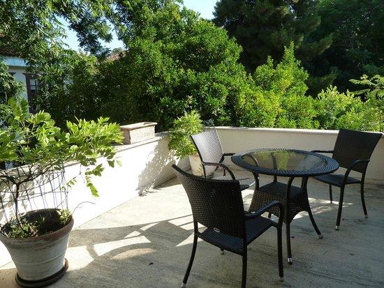 Ninova Boutique Hotel : Second floor patio