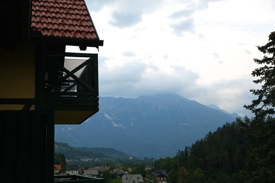 Hotel Triglav Bled: View of mountains from balcony