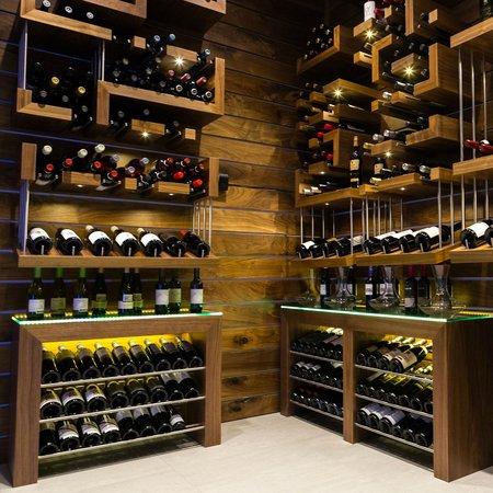 The Grand Winnipeg Airport Hotel: Walk in wine cellar