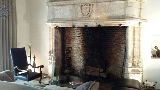 Four Maison D'Hotes : The amazing fireplace