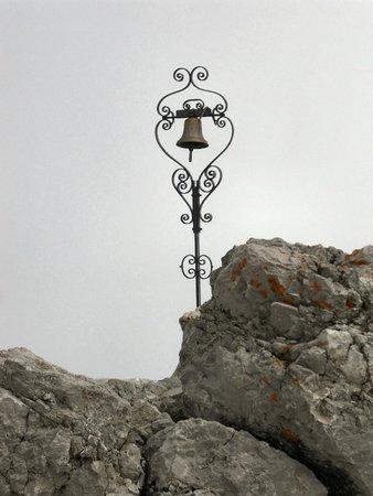 Mt Lussari: La campana sulla Cima del Cacciatore