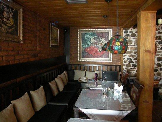 Guest House Bujtina Leon: zona breakfast