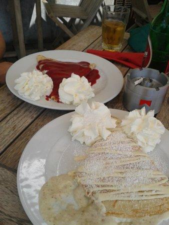Cafe Romeo: strawberry and raffaelo(coconut and white chocholate) filling