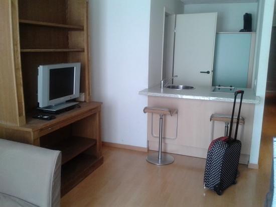 Aparthotel Brussels Midi: salon cocina