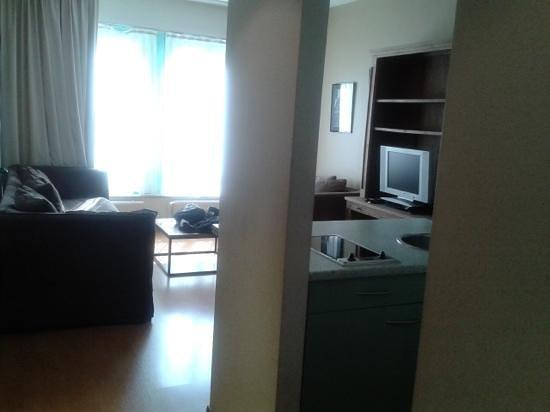 Aparthotel Brussels Midi: salon cocina2