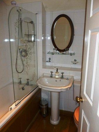 The Swan Tarporley : Bathroom