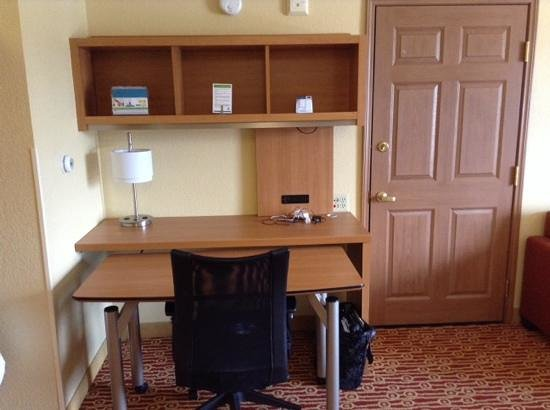 TownePlace Suites Denver Southeast : Queen suite on 3rd floor of building B