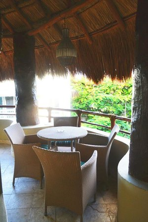 El Taj Oceanfront & Beachside Condos Hotel: view of our private dining area on patio