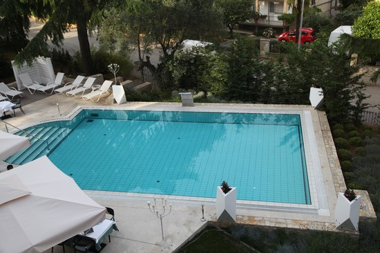 Hotel Arupinum: View of swimming pool from room balcony