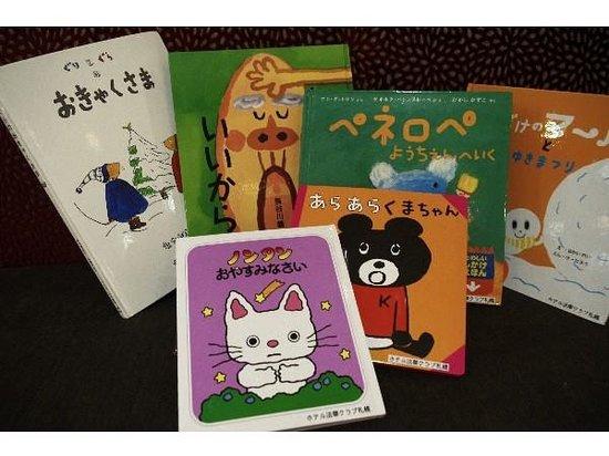 Hotel Hokke Club Sapporo: ロビー お子様用の絵本もございます。