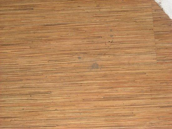 Motel 6 Joplin: Piece of dirt left for 3 days right in front of door.
