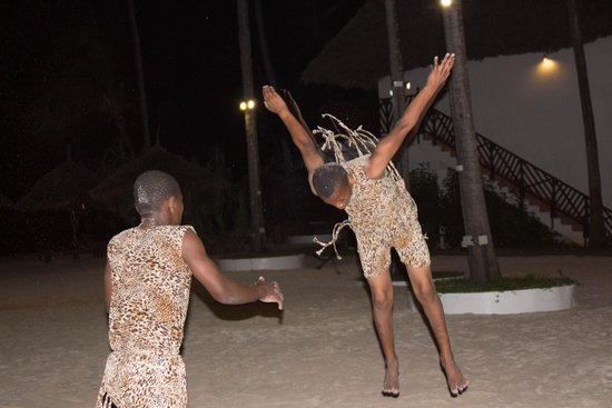 DoubleTree by Hilton Resort Zanzibar - Nungwi: Acrobats Evening entertainment