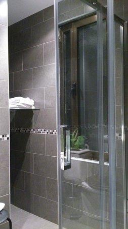Hostal Plaza: Baño