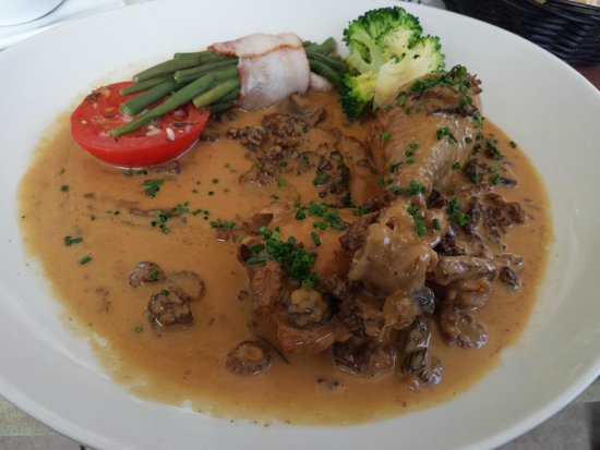 Chevaliers Les: Chicken with mushrooms