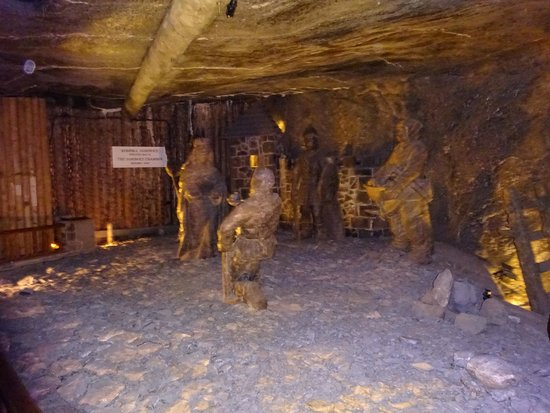 Cracow City Tours: Salt mine workers made from salt