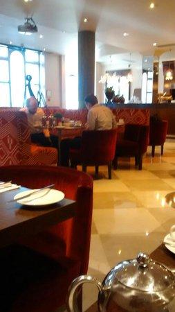 Radisson Blu Edwardian Kenilworth Hotel: Bar