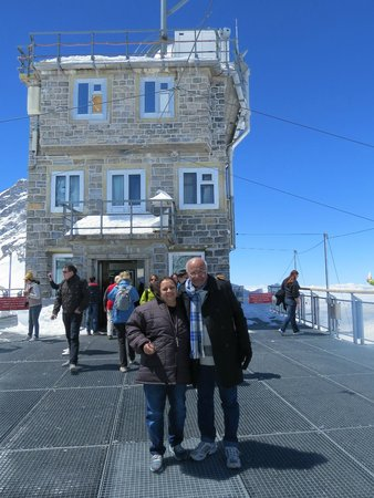 Jungfraujoch: at the open terrace with the sphinx bldg in the background