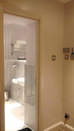 Radisson Blu Edwardian Kenilworth Hotel: Bathroom
