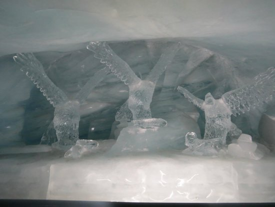 Jungfraujoch: ice sculptures in the ice palace