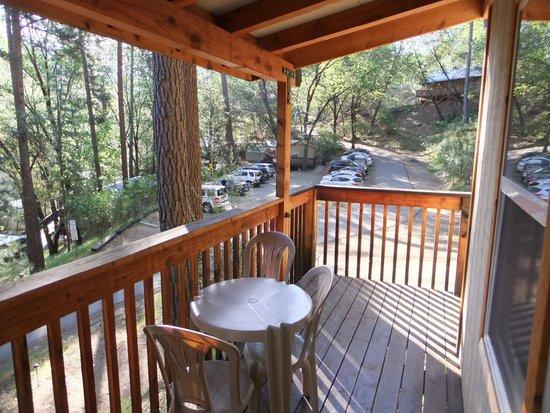 Yosemite Bug Rustic Mountain Resort : Veranda