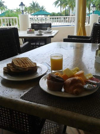 Sea View Hotel : Desayuno