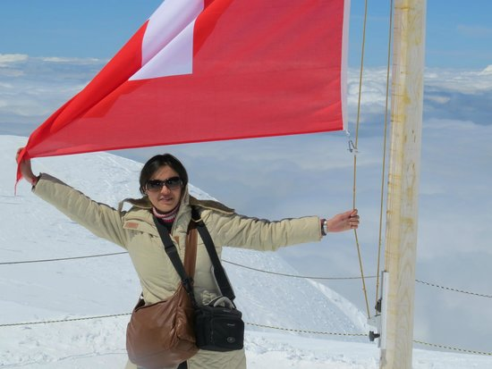 Jungfraujoch: with the swiss flag