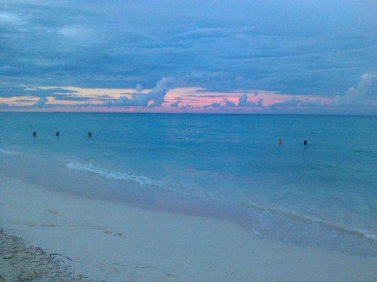 Iberostar Dominicana Hotel: atardecer en el mar