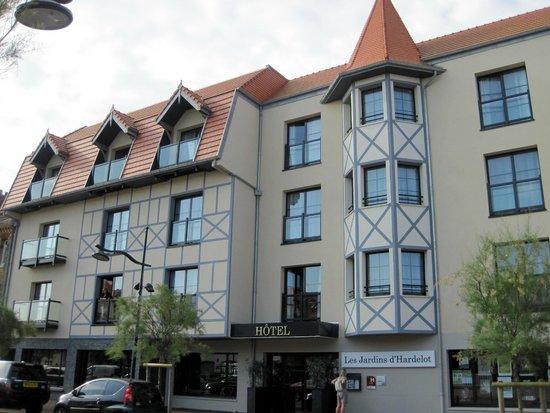Les Jardins d'Hardelot : voorzijde ( straatkant) van hotel.