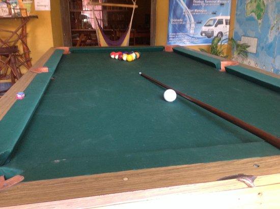 Hostal La Tortuga Booluda: Pool table