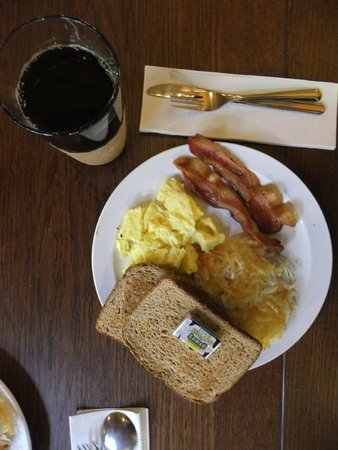 Yosemite Bug Rustic Mountain Resort: American Breakfast mit Hash Browns