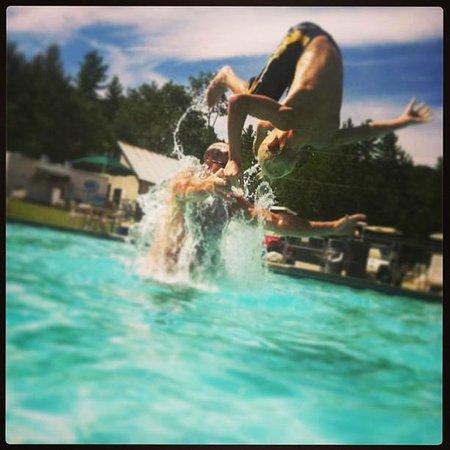Danforth Bay Camping & RV Resort: Havin' fun at the pool