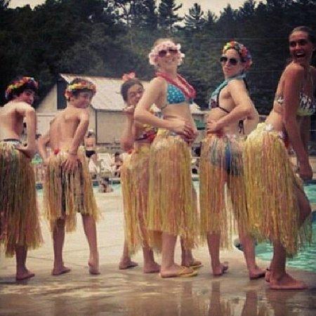 Danforth Bay Camping & RV Resort: Hula Fun at the Pool