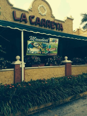 La Carreta Restaurant: Outside