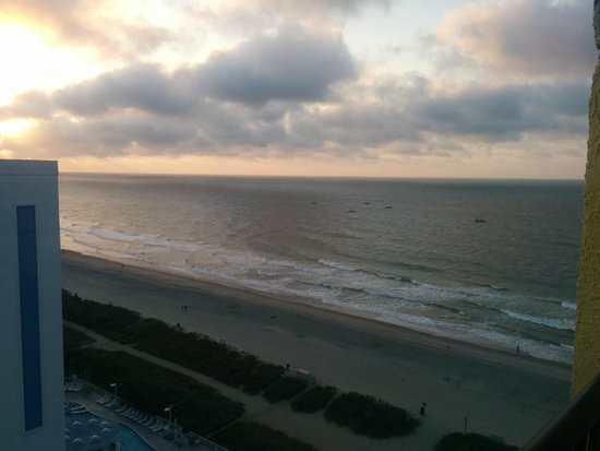 Sea Crest Oceanfront Resort : A Picture of the Beach from the 15th Floor