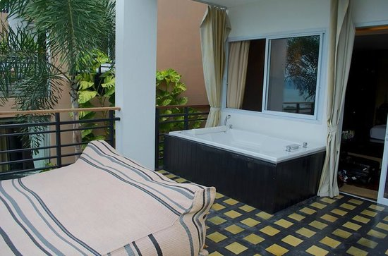 Mantra Samui Resort : Love jacuzzi balcony
