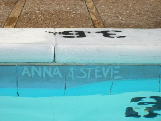 Lodge of  Four Seasons: LOL scratched our names into the scum in the pool