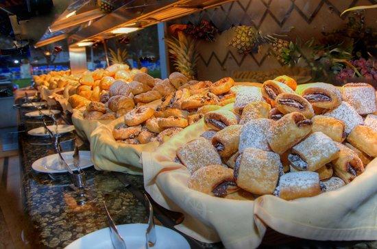 Hotel Puertobahía & Spa: Buffet-Desayunos
