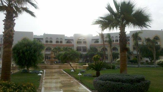 Old Palace Resort: Отель и местность
