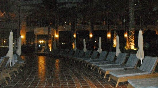 Kempinski Hotel Ajman: POOL