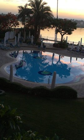 Steigenberger Nile Palace Luxor : Evening drink on the terrace of the bar.
