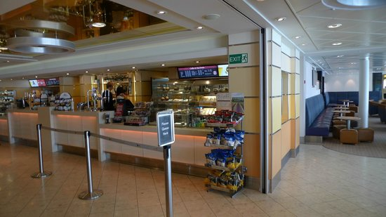 MyFerryLink Calais - Dover : one of the cafes on the ferry