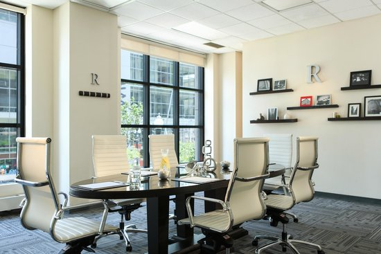 Renaissance Chicago Downtown Hotel: Get down to business in our Board Room