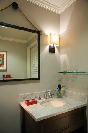 Amara Resort & Spa, a Kimpton Hotel: Guest Bath