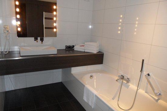 Van der Valk Hotel Nuland-'s-Hertogenbosch: la salle de bain