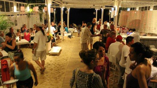 Nivel Mar Beach Club & Restaurant: Party time!