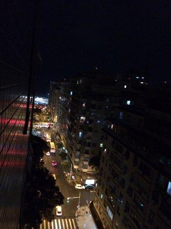 Windsor Plaza Copacabana Hotel: Vista do apartamento para o Mar à noite