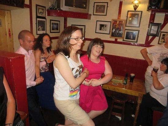 McDermott's Pub: Attempts at set-dancing