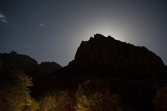 Zion's Main Canyon: Moon behind mountain