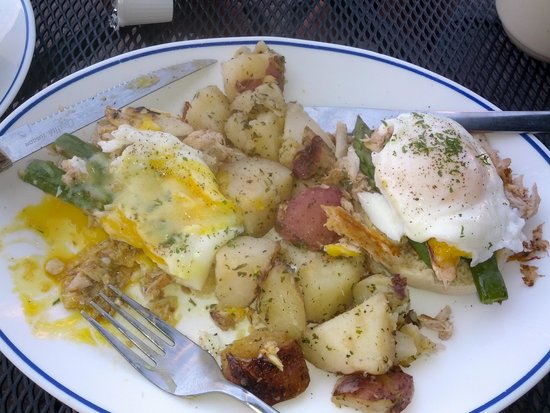 The Buttered Biscuit: Amazing poached eggs over Lump Crab